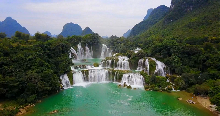 The spectacular beauty of Ban Gioc waterfall