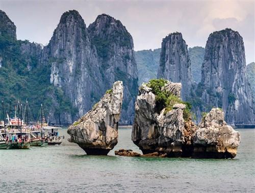 7 Beautiful Bays in Vietnam