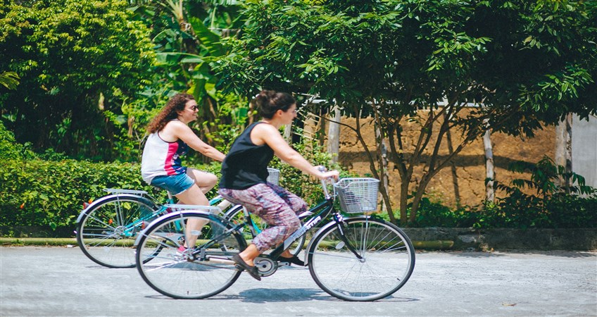 cycling in viet hai fishing village