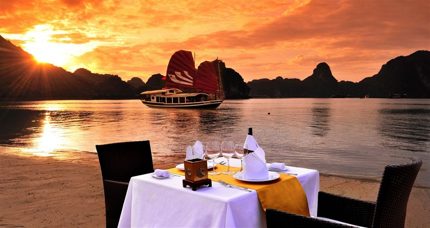 halong bay cruise dinner