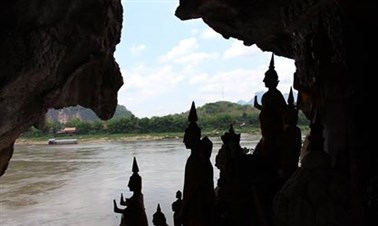 Boat trip to visit Pak Ou Cave