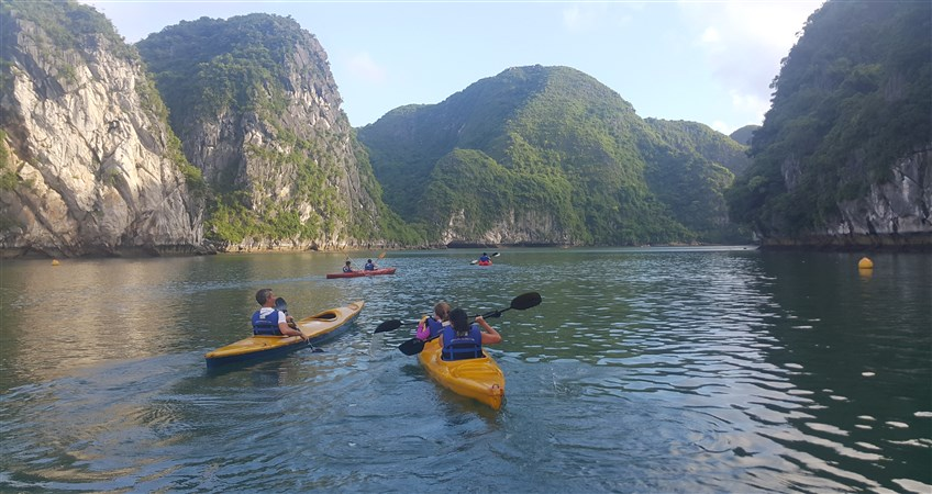 halong tour with kids