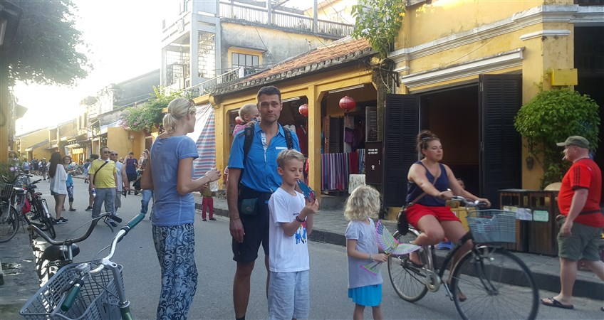 vietnam tour with kids in hoi an