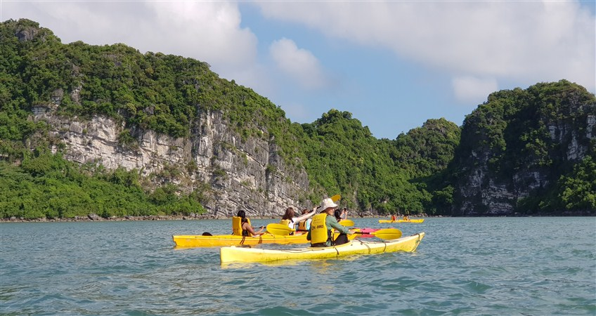 kayaking halong bay tour