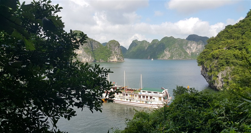 tour in halong bay vietnam