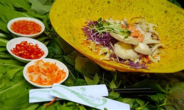 Bánh Xèo (Vietnamese crepes)