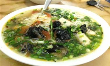 Bún ốc (snail vermicelli soup)