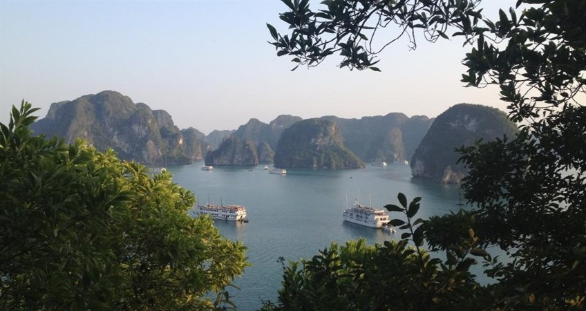 halong cruise in vietnam