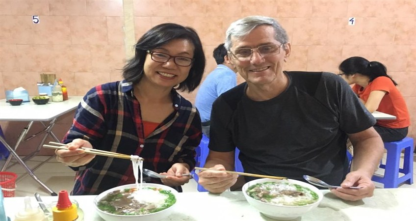 eat pho in vietnam