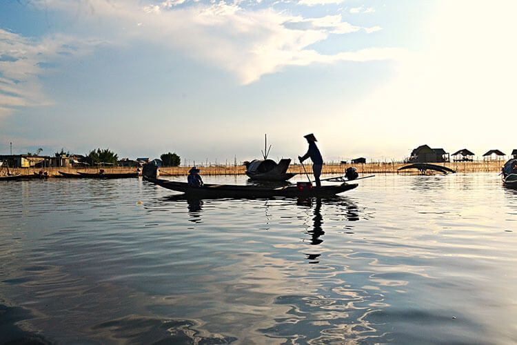 Chuon Lagoon – a tranquil picture of Hue should not be missed
