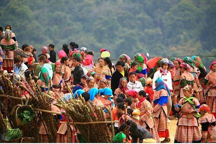 Cao Son ethnic market