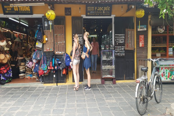 5 tips to bargain when traveling in Vietnam
