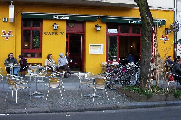 V Café