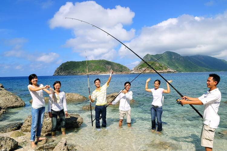 Fishing in Con Dao island in your Vietnam tour