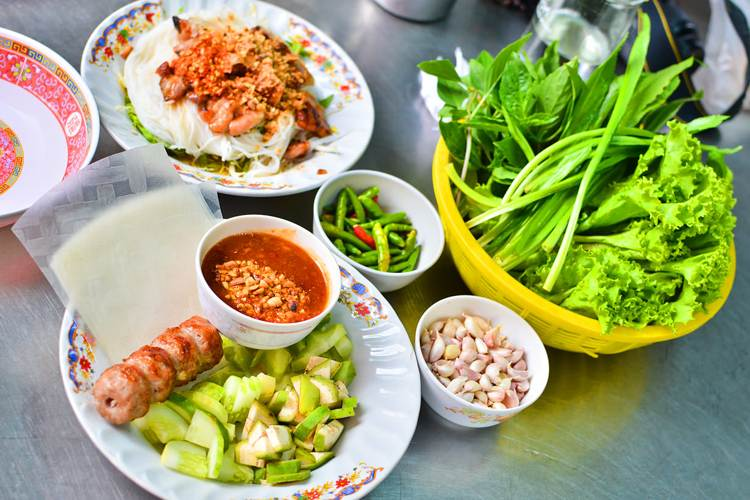 Food Vendors in Con Dao island in Vietnam tour