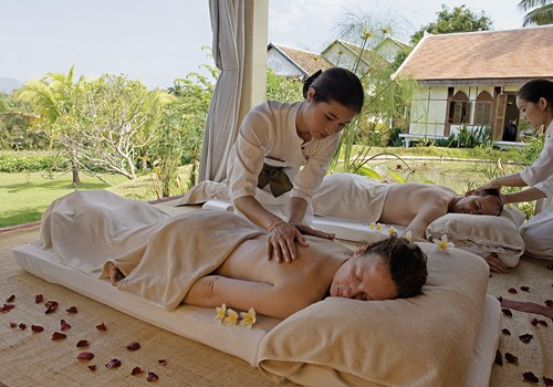 TRADITIONAL LAOS MASSAGE AT WAT SOK PA LUANG