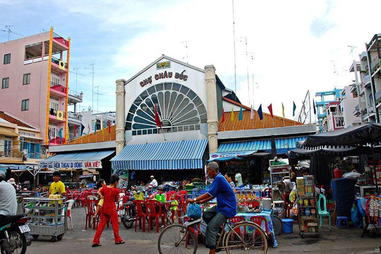 Shopping in Chau Doc