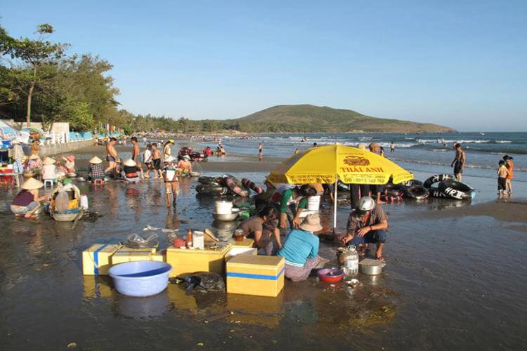 Visit the early morning fish market of Mui Ne in your Vietnam tour