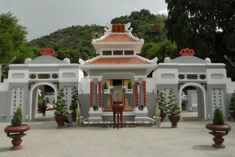 TOMB OF THOAI NGOC HAU