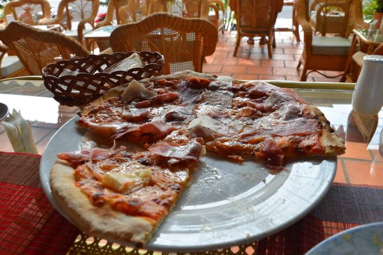 David Pizzeria in Vung Tau in Vietnam tour