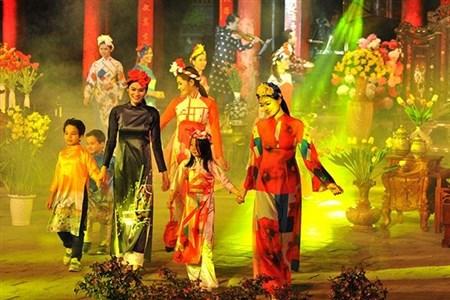 Ao dai festival shined in Ha Noi