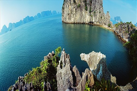Emperor Cruises to sail Bai Tu Long Bay
