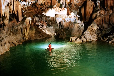 Phong Nha listed among top 5 incredible explorable caves
