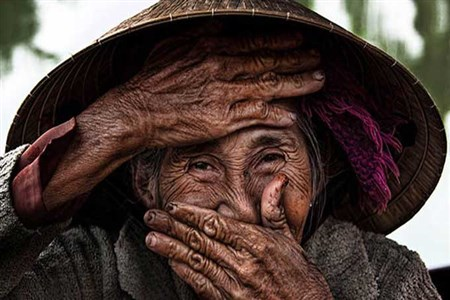 Vietnamese hidden smile by French photographer Rérahn Croqueviell