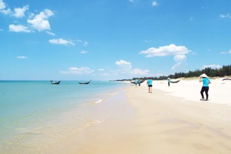 Visit Nha Trang Bay by speedboat